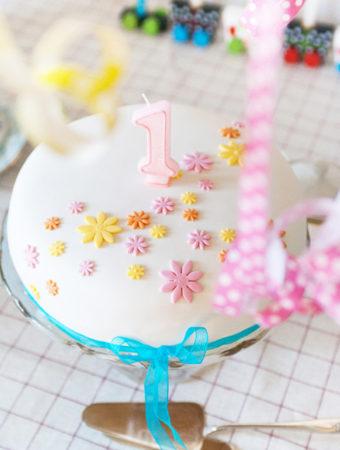 Tårta med vaniljkräm och jordgubbsmousse