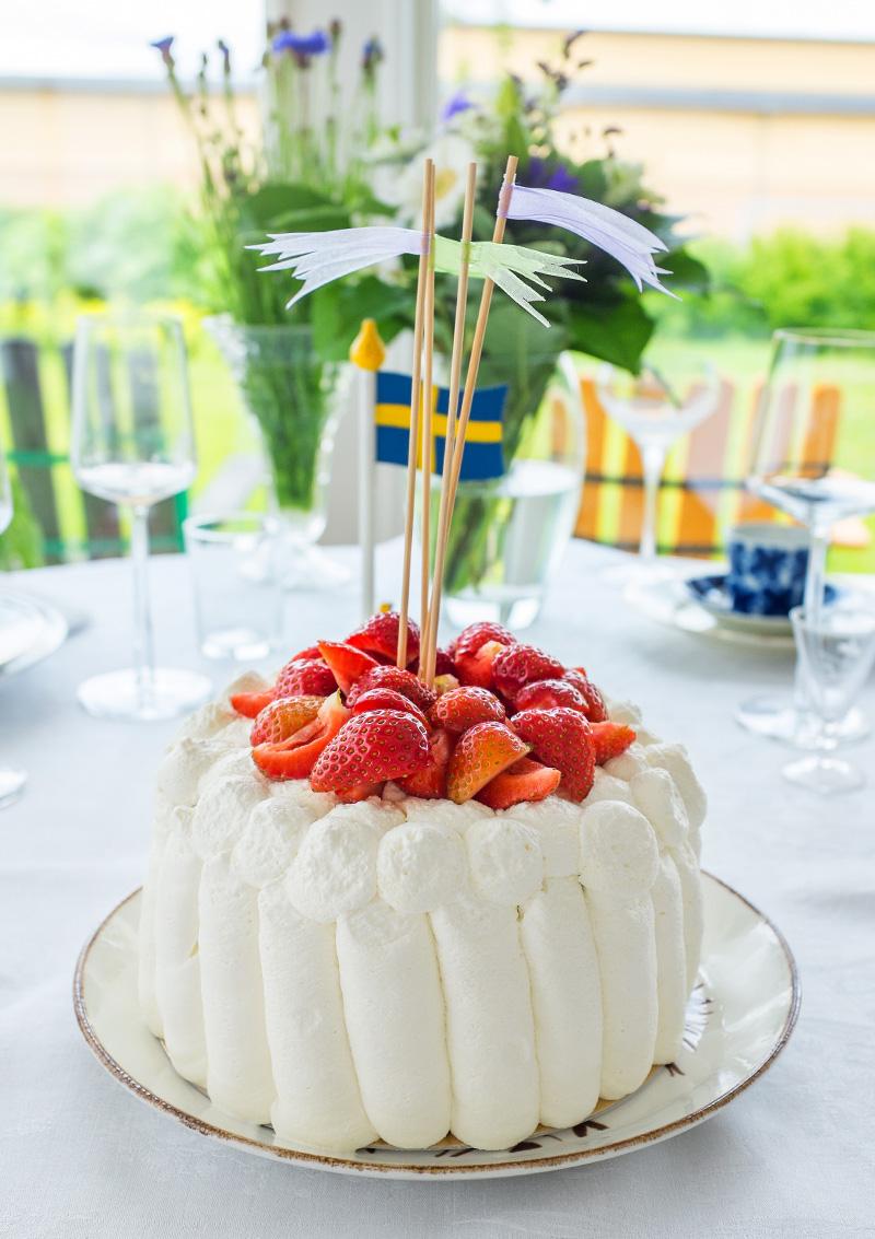 Sommartårta med jordgubbar och lime