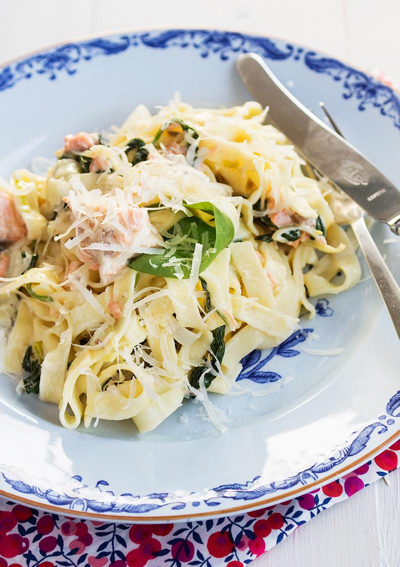 lax med bladspenat och pasta