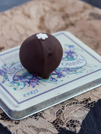 Cake balls med saffranskaka och mörk choklad