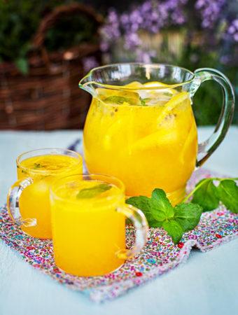 Apelsin- och passionsfruktsbål