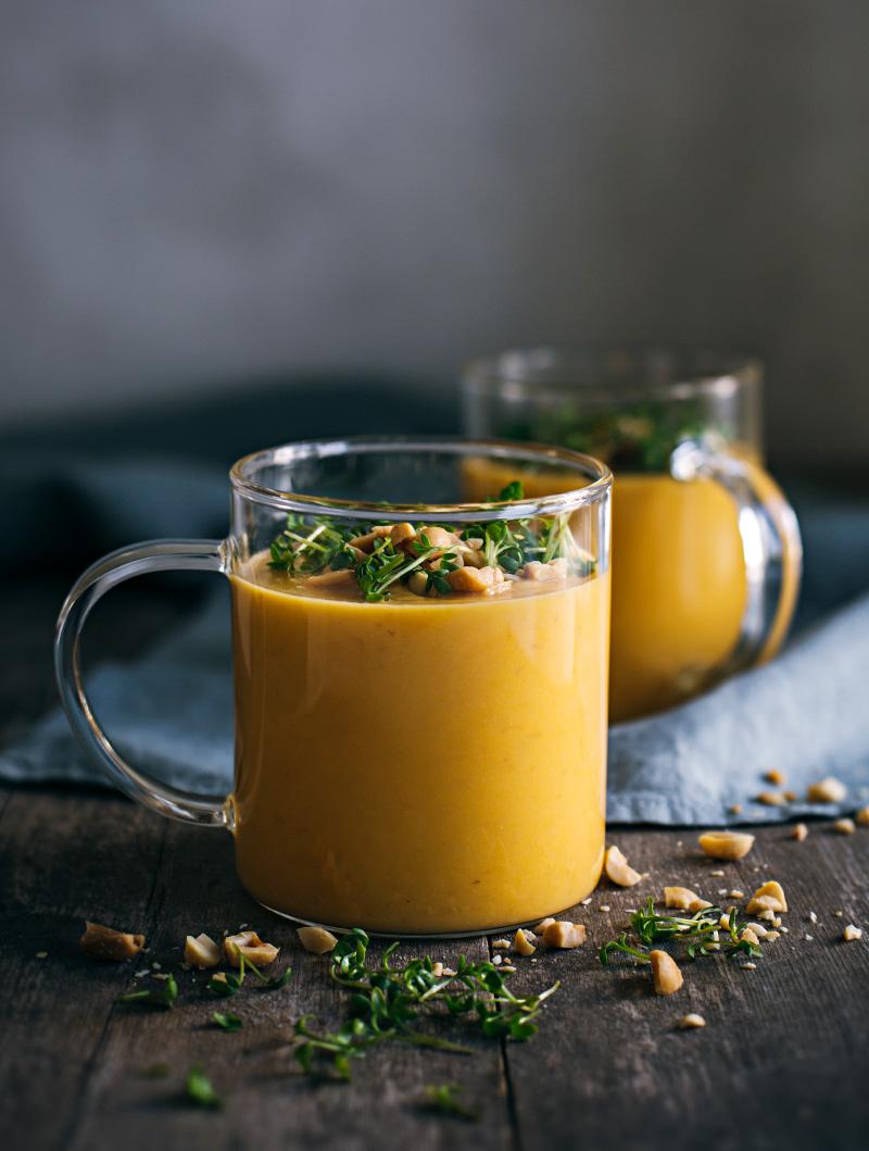 Morotssoppa med jordnötter och ingefära